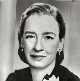 a biography of dr grace murrary hopper Grace hopper 1906 - 1992 grace hopper was one of the pioneers in the  development of the electronic computer she is (probably) the only  mathematician to.